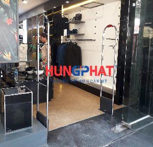 Phân phối cổng từ EG 8258 tại shop thời trang Aristino, 55 Cầu Diễn