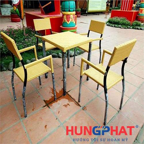 Bàn ghế cafe chân sau choãi