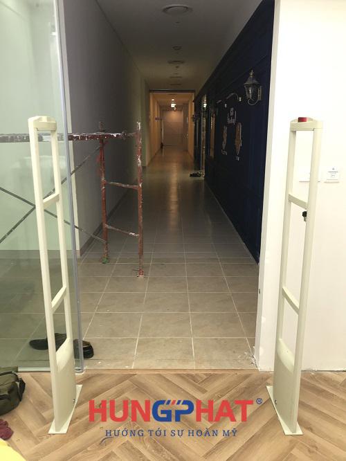 Lắp đặt cổng từ an ninh S2028 tại trung tâm tiếng anh Elitopia Academy 3