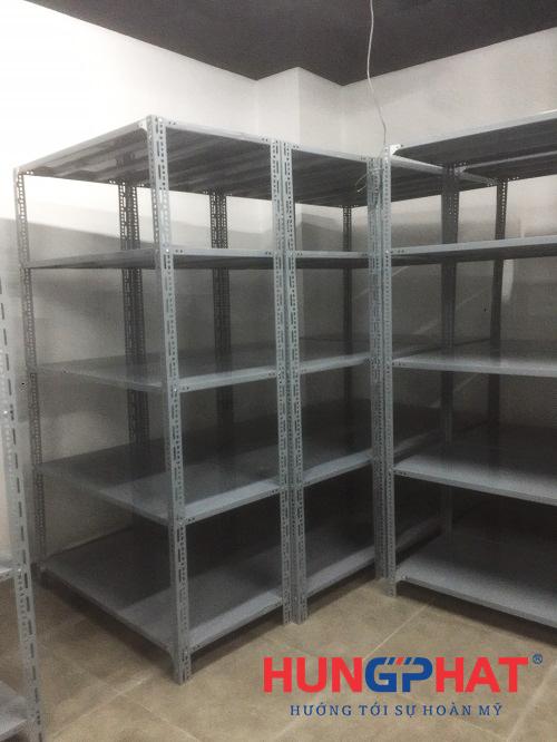 Lắp đặt kệ chứa hàng 5 sàn tại Vincom Bà Triệu2