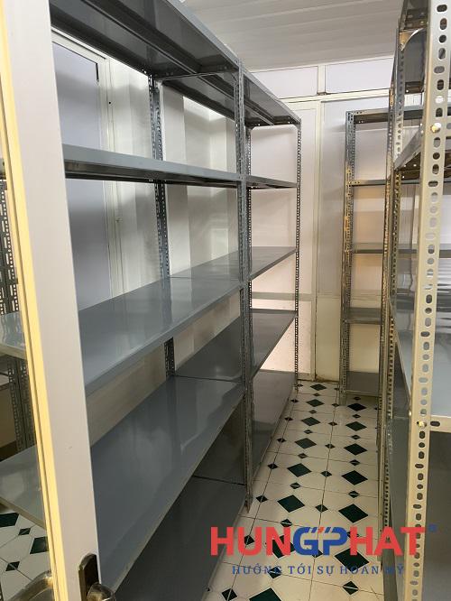 Phân phối kệ kho V lỗ 5 sàn cho khách hàng tại Triệu Việt Vương2
