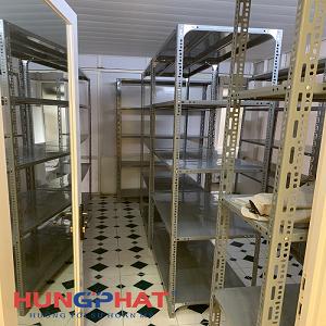 Lắp đặt kệ kho V lỗ 5 sàn cho khách hàng tại Triệu Việt Vương